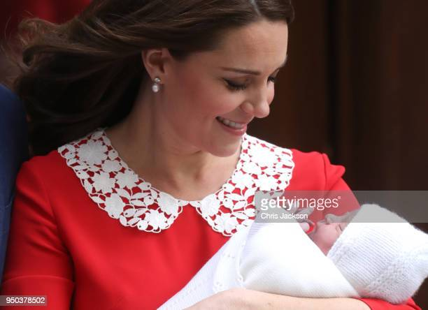 Catherine Duchess of Cambridge departs the Lindo Wing with her new born son Prince Louis of Cambridge at St Mary's Hospital on April 23 2018 in...