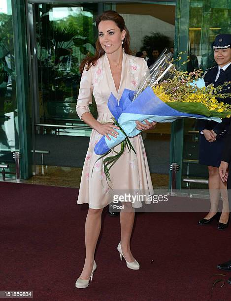 Catherine Duchess of Cambridge holds a bouquet of flowers as she arrives at Singapore Changi Airport during a Diamond Jubilee tour on September 11...
