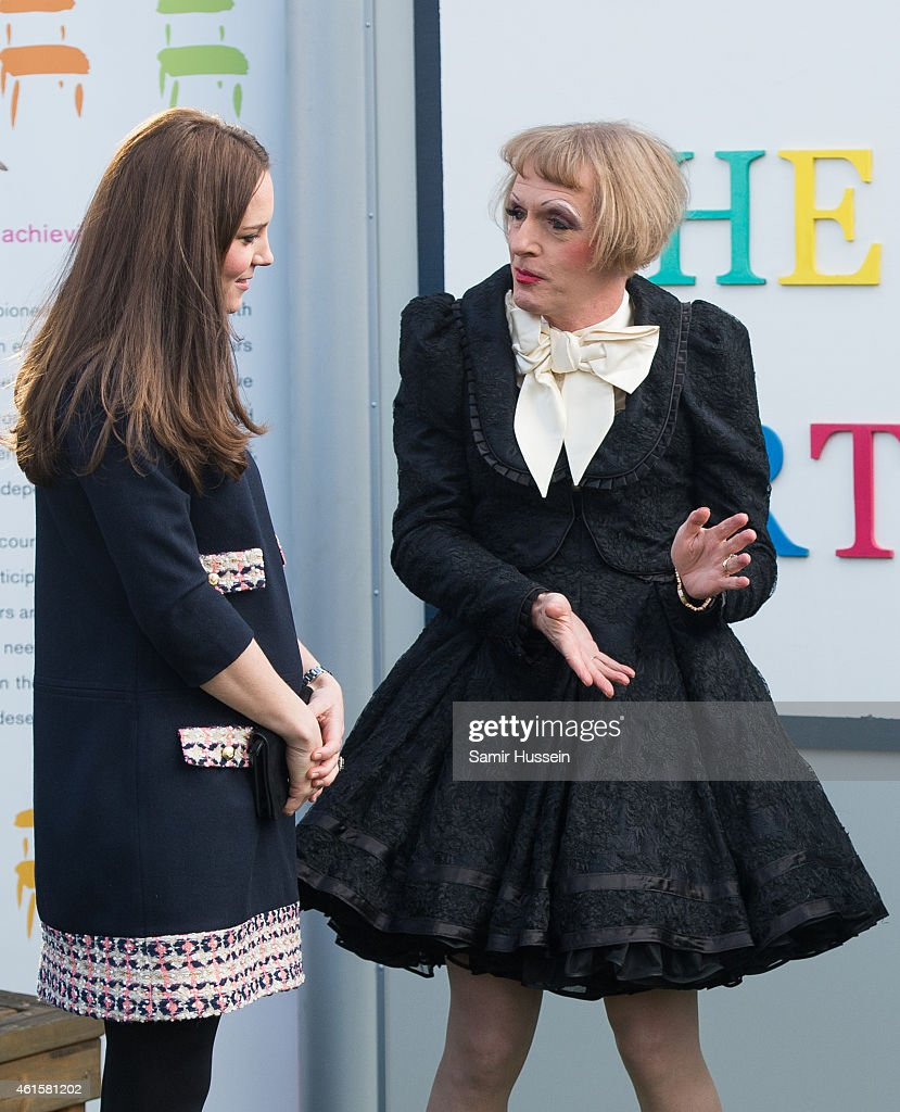 The Duchess Of Cambridge Officially Names The Clore Art Room At Barlby Primary School : ニュース写真