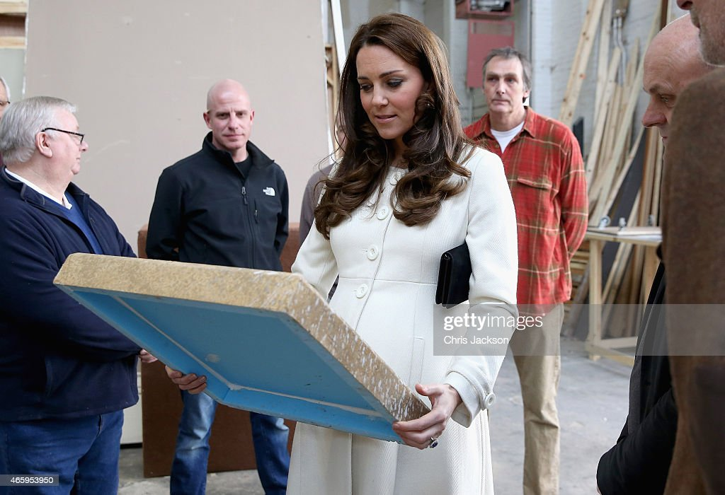 The Duchess Of Cambridge Visits The Set Of Downton Abbey At Ealing Studios : ニュース写真