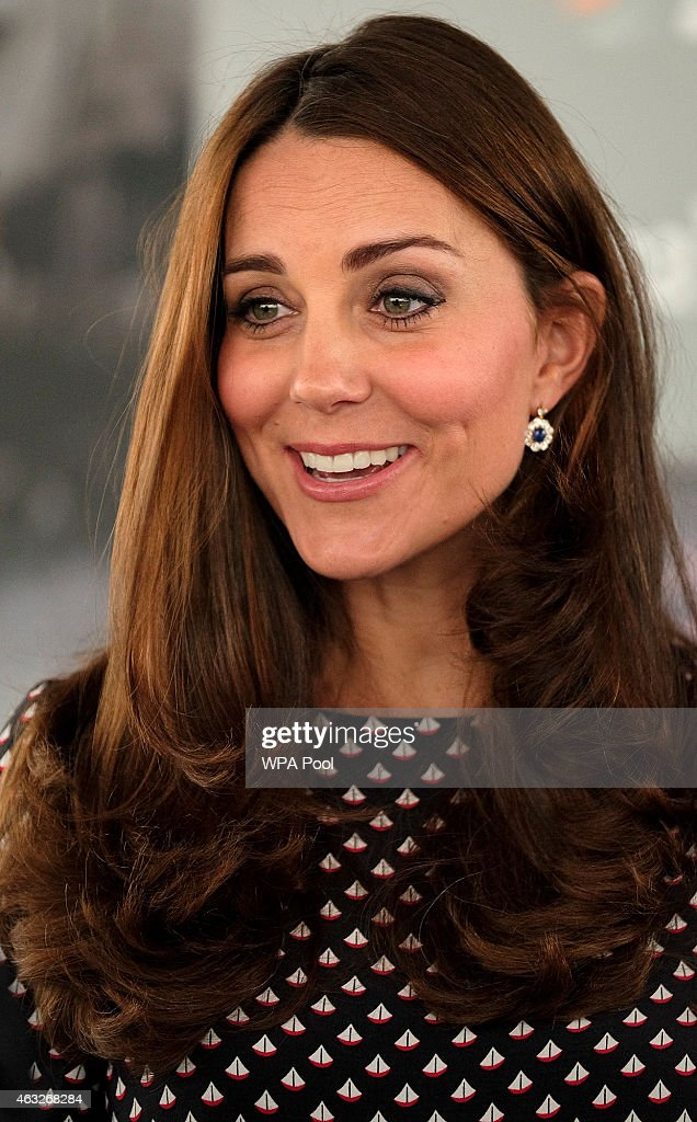 The Duchess Of Cambridge Visits Portsmouth : Fotografía de noticias