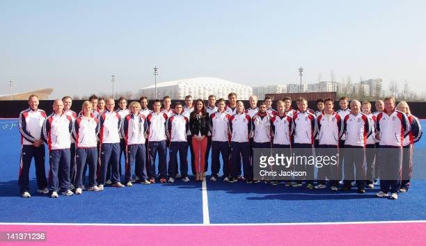 Catherine Duchess of Cambridge poses with the GB Mens's Hockey Team at the Riverside Arena in the Olympic Park on March 15 2012 in London England The...