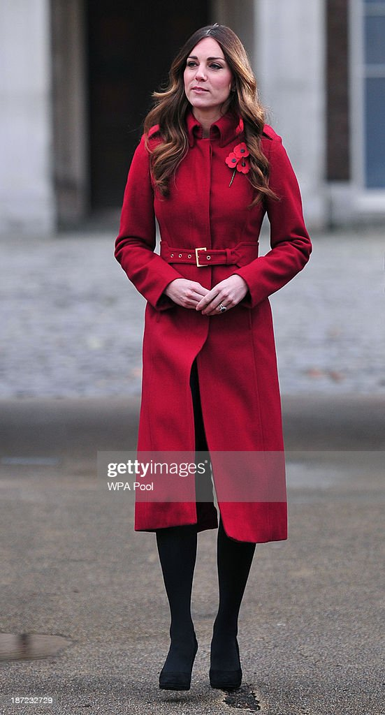 The Duke And Duchess Of Cambridge Meet London Poppy Day Supporters : News Photo