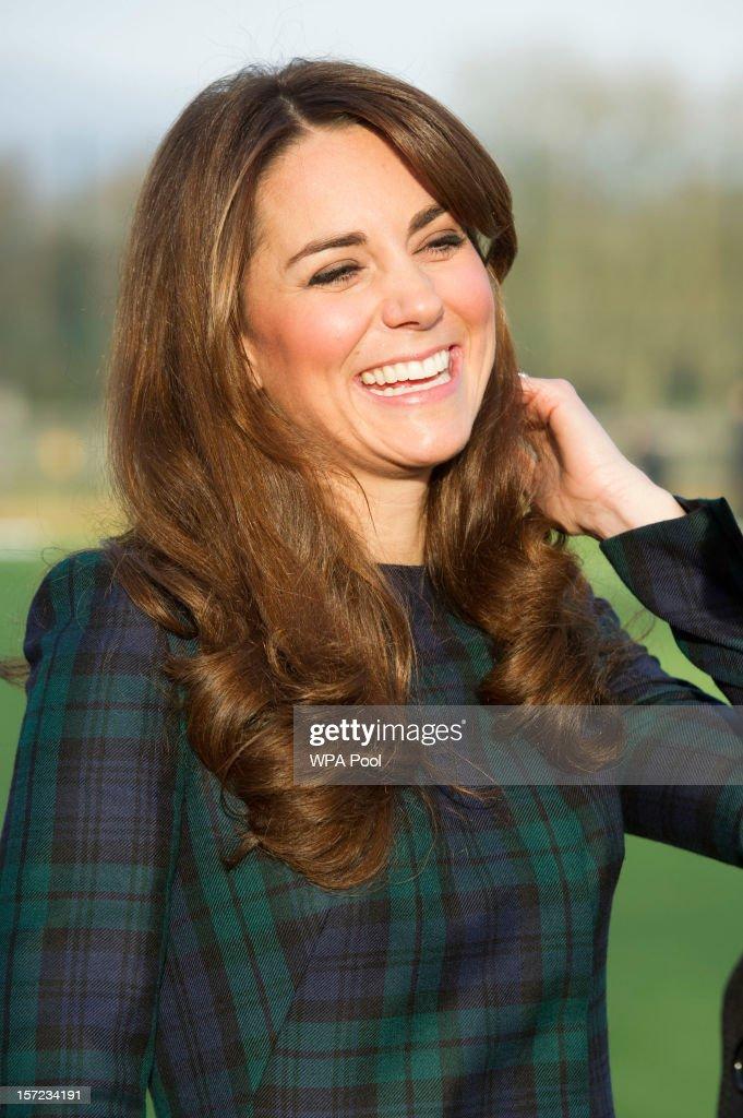 Catherine, Duchess of Cambridge Visits St Andrew's School : Foto di attualità