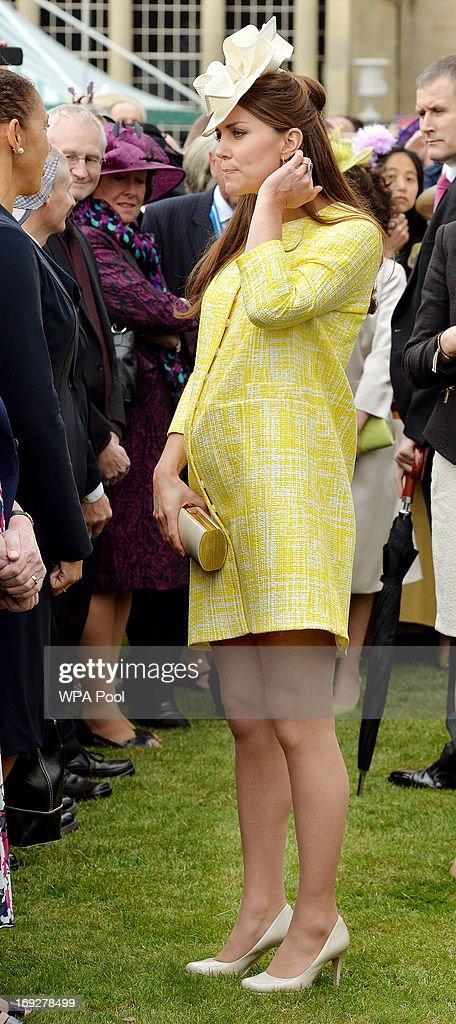 Queen Elizabeth II Hosts A Garden Party At Buckingham Palace : News Photo