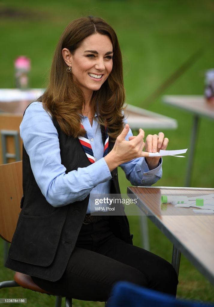 The Duchess Of Cambridge Visits Scouts Group : Foto di attualità