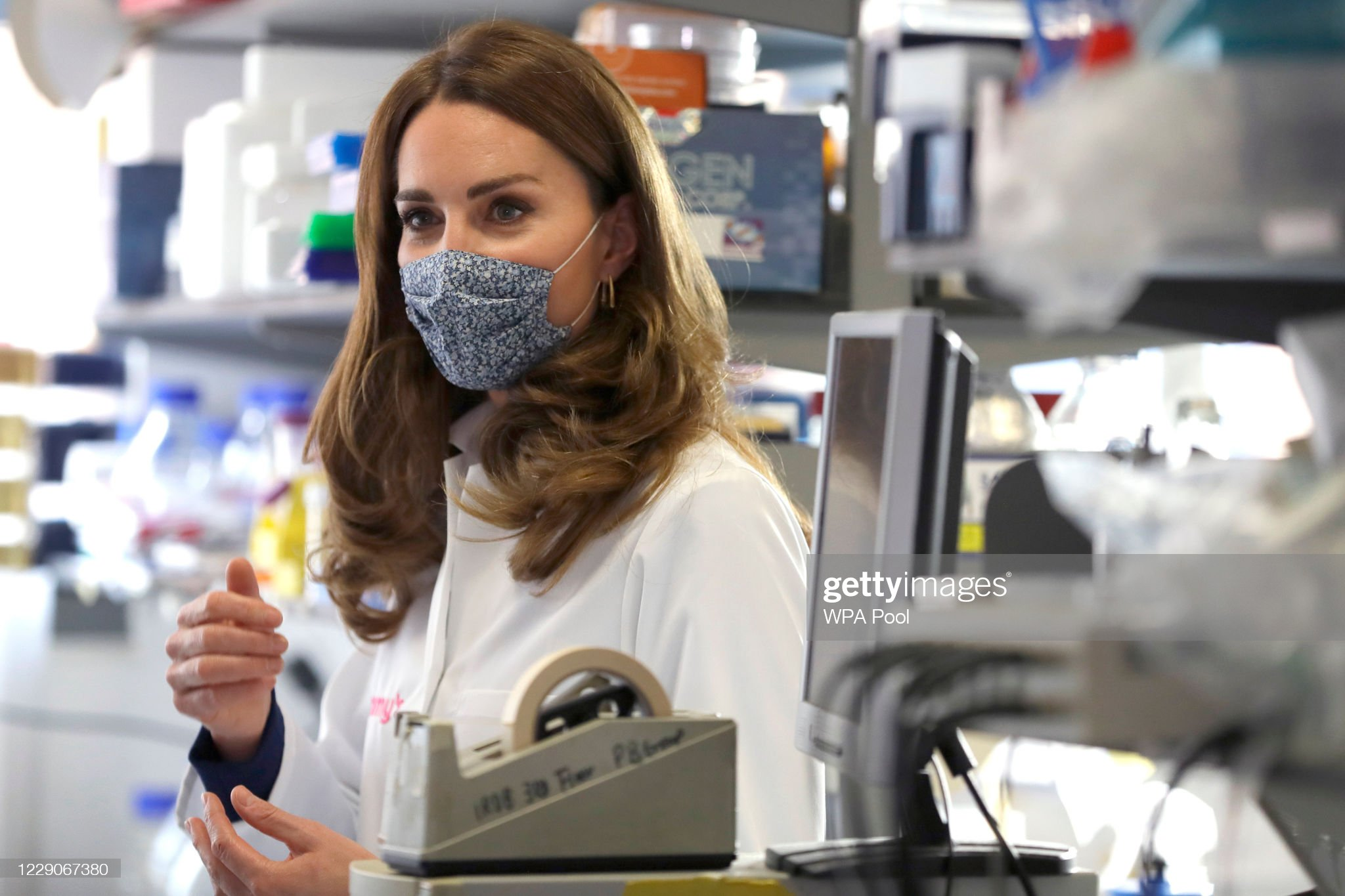 catherine-duchess-of-cambridge-tours-a-laboratory-during-a-visit-to-picture-id1229067380