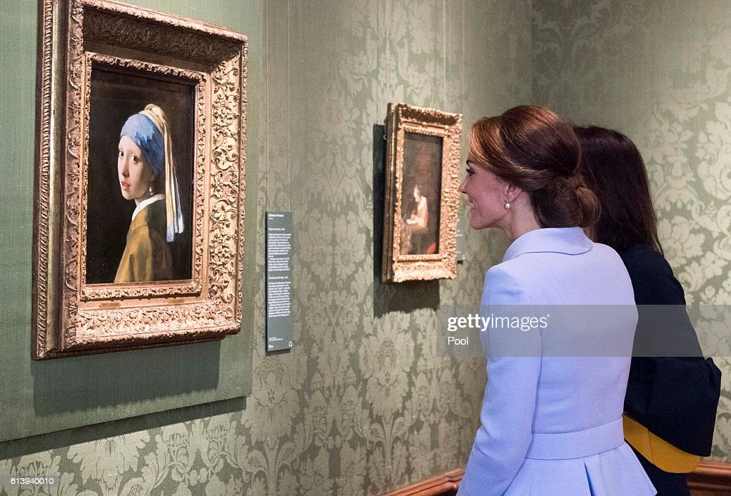 Catherine, Duchess of Cambridge views the 'Girl with a Pearl Earring' by Johannes Vermeer as she visits the Mauritshuis Gallery during a solo visit to the Hague on October 11, 2016 in the Hague, Netherlands.