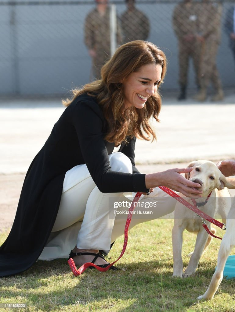 The Duke And Duchess Of Cambridge Visit Islamabad And West Pakistan : ニュース写真