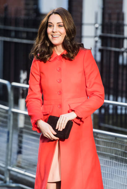 the duchess of cambridge visits great ormond street hospital foto e immagini getty images. Black Bedroom Furniture Sets. Home Design Ideas