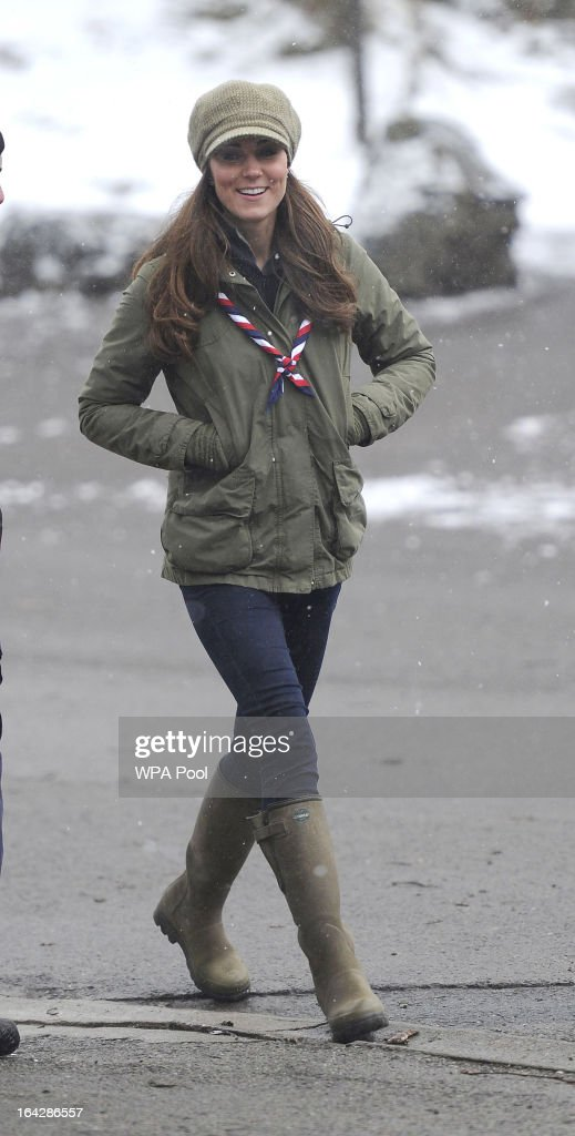 The Duchess Of Cambridge Visits Great Tower Scout Camp : Nieuwsfoto's