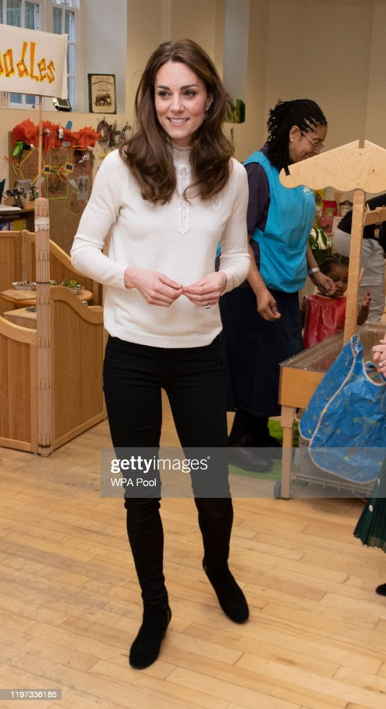 The Duchess Of Cambridge Visits LEYF Stockwell Gardens Nursery & Pre-School : Foto di attualità