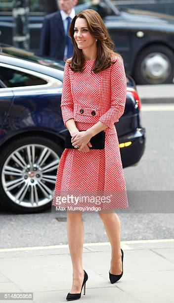 Catherine Duchess of Cambridge visits the mentoring programme of the XLP project London Wall on March 11 2016 in London England XLP supports young...