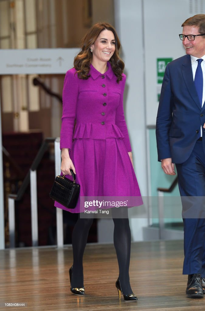 The Duchess Of Cambridge Visits The Royal Opera House : Nachrichtenfoto