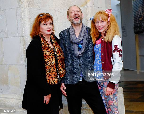 Catherine Jacob Alain Bouzigues and Julie Depardieu pose during the photocall of 'La Famille Katz' at 15th Festival of TV Fiction on September 14...