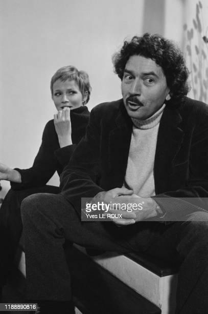 Catherine Jourdan et Alain Robbe-Grillet à Paris en avril 1970, France.