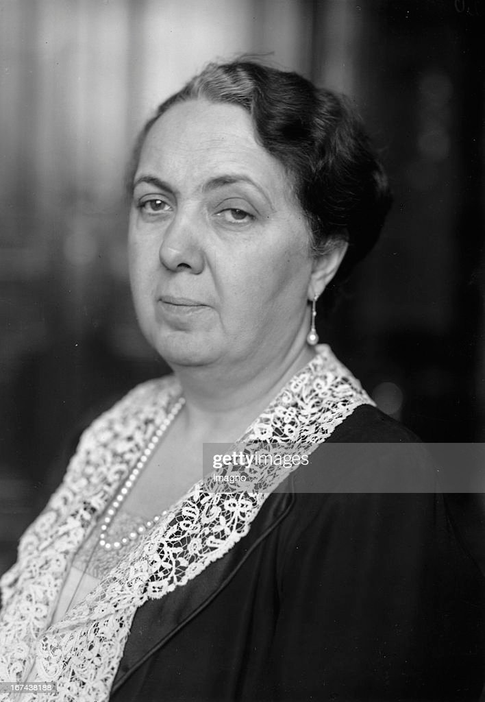 Catherine 'Katinka' by Oheimb; née van Endert (January 2, 1879 in Neuss; 22 March 1962 in Dusseldorf) was a German politician (DVP) and salon lady. Photography. About 1930. (Photo by Imagno/Getty Images) Katharina Kathinka von Oheimb, geb. van Endert (* 2. Januar 1879 in Neuss; 22. März 1962 in Düsseldorf) war eine deutsche Politikerin (DVP) und Salondame. Photographie. Um 1930.