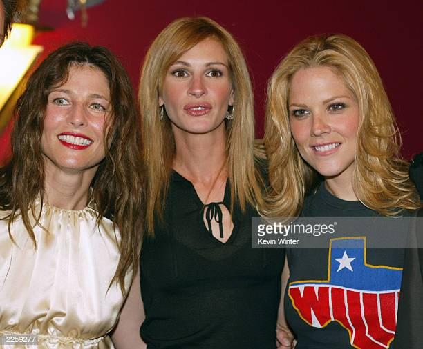 Catherine Keener Julia Roberts and Mary McCormack at the premiere of Full Frontal in Los Angeles Ca Tuesday July 23 2002 Photo by Kevin...