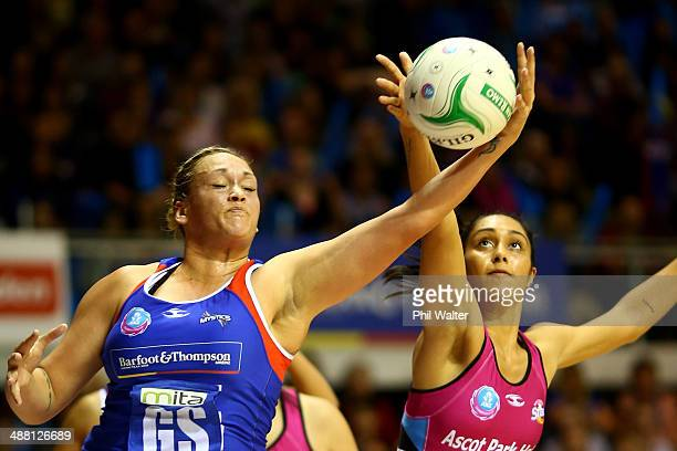 Catherine Latu of the Mystics gets to the ball ahead of Phoenix Karaka of the Steel during the round 10 ANZ Championship match between the Mystics...