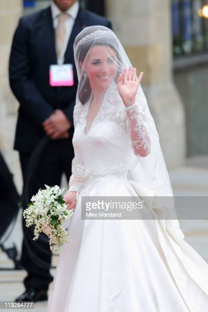 Catherine Middleton arrives to attend her Royal Wedding to Prince William at Westminster Abbey on April 29 2011 in London England The marriage of the...