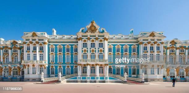 palacio de catalina en pushkin (tsarskoe selo), san petersburgo, rusia - san petersburgo fotografías e imágenes de stock