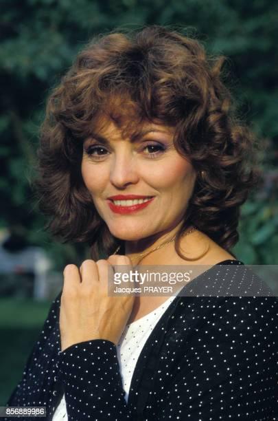 Catherine Rouvel lors du tournage du téléfilm 'L'Escargot noir' de Claude Chabrol 1er épisode de la serie télévisée 'Les Dossiers secrets de...