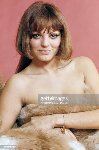 Catherine Rouvel Poses In Studio France 1969 Portrait studio de Catherine ROUVEL actrice française posant nue recouverte d'une immense peau de...
