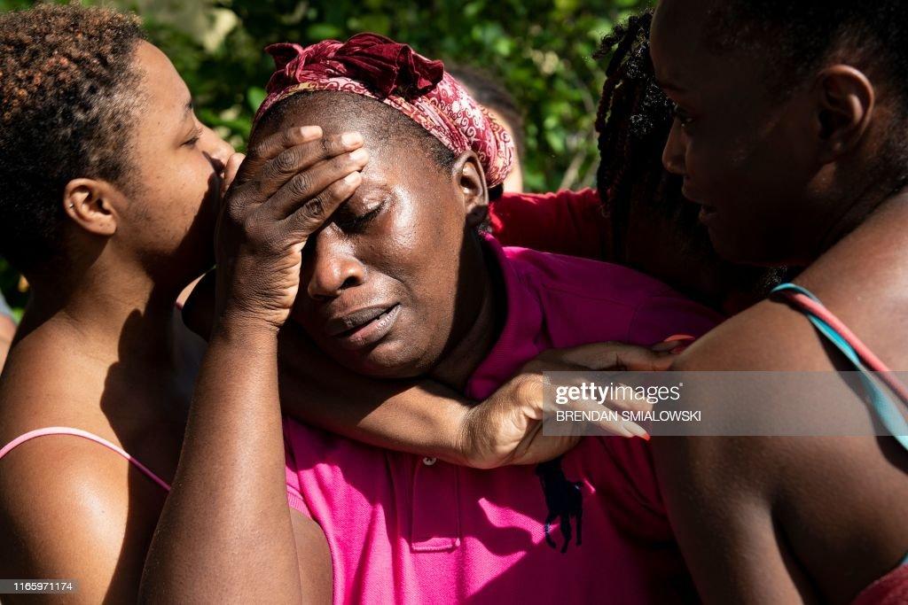 TOPSHOT-US-POLITICS-weather-hurricane-Bahamas : News Photo