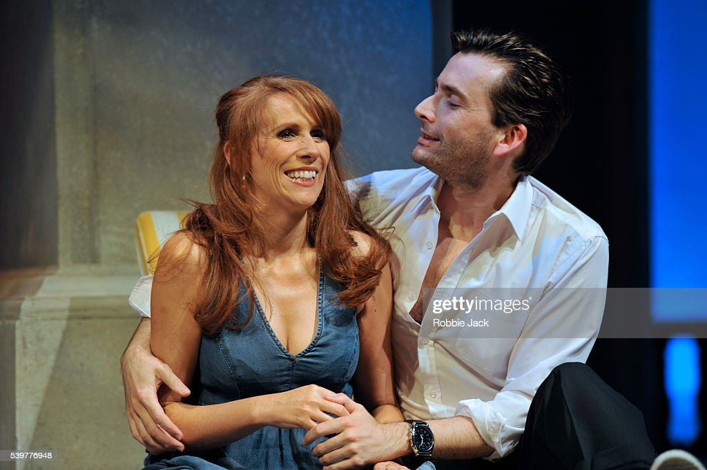 """UK - """"Much Ado About Nothing"""" performance in London : Nieuwsfoto's"""
