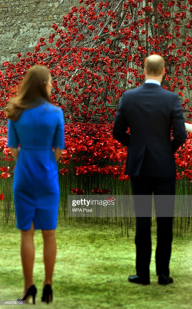 Duke And Duchess Of Cambridge And Prince Harry Visit Tower Of London's Ceramic Poppy Field : News Photo