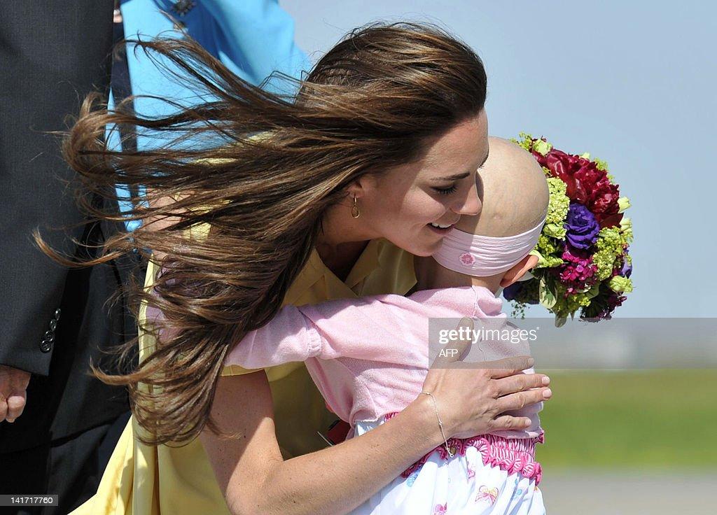 Catherine, the Duchess of Cambridge is p : News Photo
