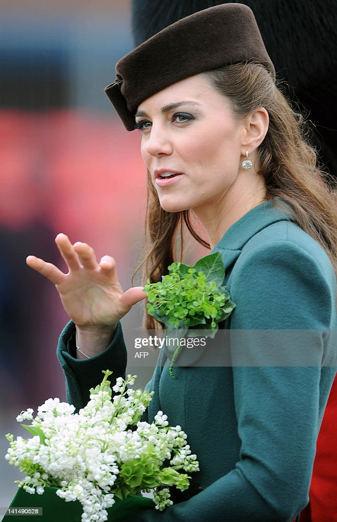 Catherine, the Duchess of Cambridge wave : News Photo