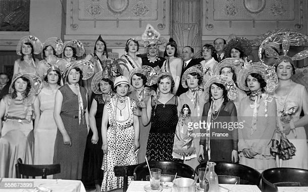 Catherinettes au café du Globe à Paris France en 1932