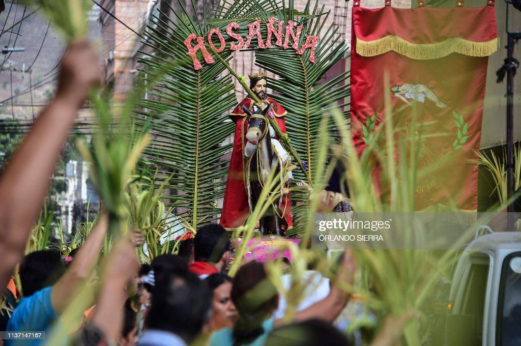 HONDURAS-RELIGION-HOLY WEEK-PALM SUNDAY : News Photo
