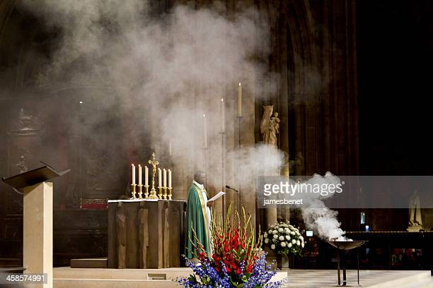 catholic mass notre dame paris - religious mass stock pictures, royalty-free photos & images