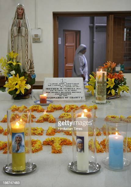 'KOLKATA INDIA SEPTEMBER 5 Catholic nuns from the Missionaries of Charity the global order of nuns founded by Mother Teresa prays at Mother Teresa's...