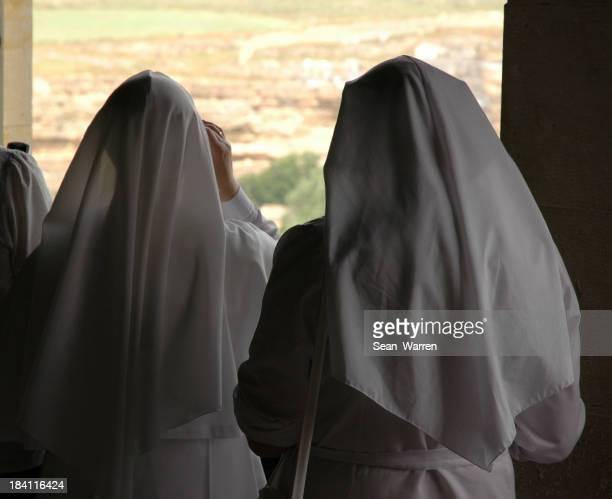Contra monjas católicas