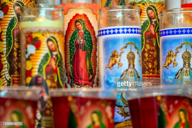 catholic prayer candles for our lady of guadalupe -  キリスト教 伝来の地  ストックフォトと画像