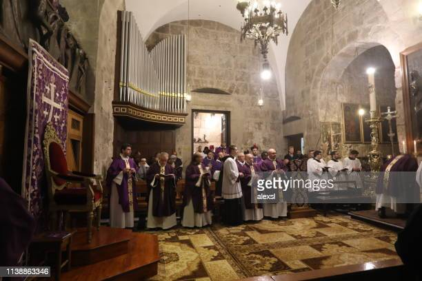 catholic procession at the holy sepulchre church jerusalem old city - holy week stock pictures, royalty-free photos & images