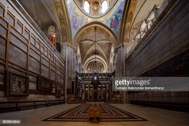 catholicon in the church of the holy sepulchre - jerusalem imagens e fotografias de stock