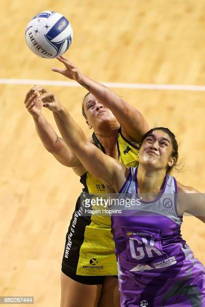 Cathrine Tuivaiti of the Pulse and Sulu ToneFitzpatrick of the Stars compete for the ball during the New Zealand Premiership match between the Pulse...