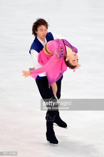 Cathy and Chris Reed of Japan compete in the Ice Dance Free Dance competition during day three of the ISU Nebelhorn Trophy at Eissportzentrum...
