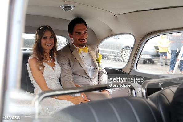 Cathy Hummels: Cathy Fischer And Mats Hummels Sit In Their Wedding Car