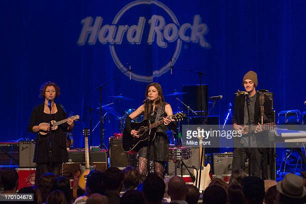 Cathy Guthrie Amy Nelson and Jacob Micah Nelson perform at Hard Rock International's Wille Nelson Artist Spotlight Benefit Concert at Hard Rock Cafe...