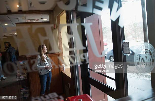 Cathy Lanier finance director for Republican presidential candidate Mike Huckabee's campaign waits for Huckabee to arrive for a campaign stop at...