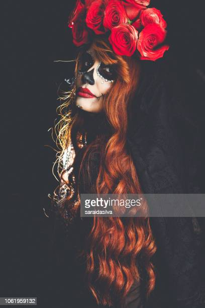 catrina roses and makeup - dia de muertos - catrina fotografías e imágenes de stock