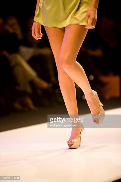 catwalk - fashion show stock-fotos und bilder