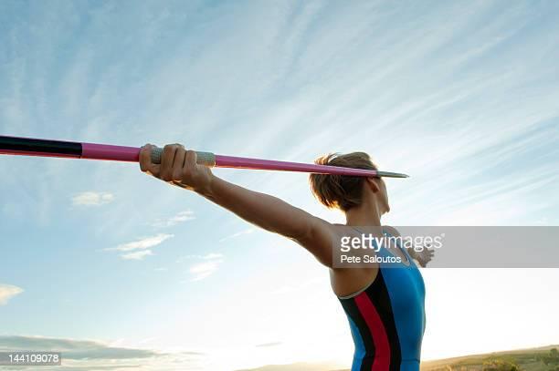 白人選手狙う javelin - やり投げ ストックフォトと画像