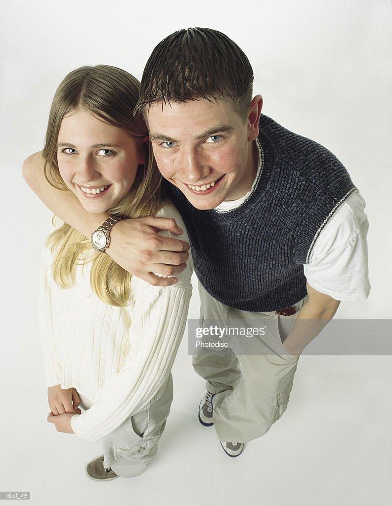caucasian brother has his arm around his blonde sister : Stockfoto