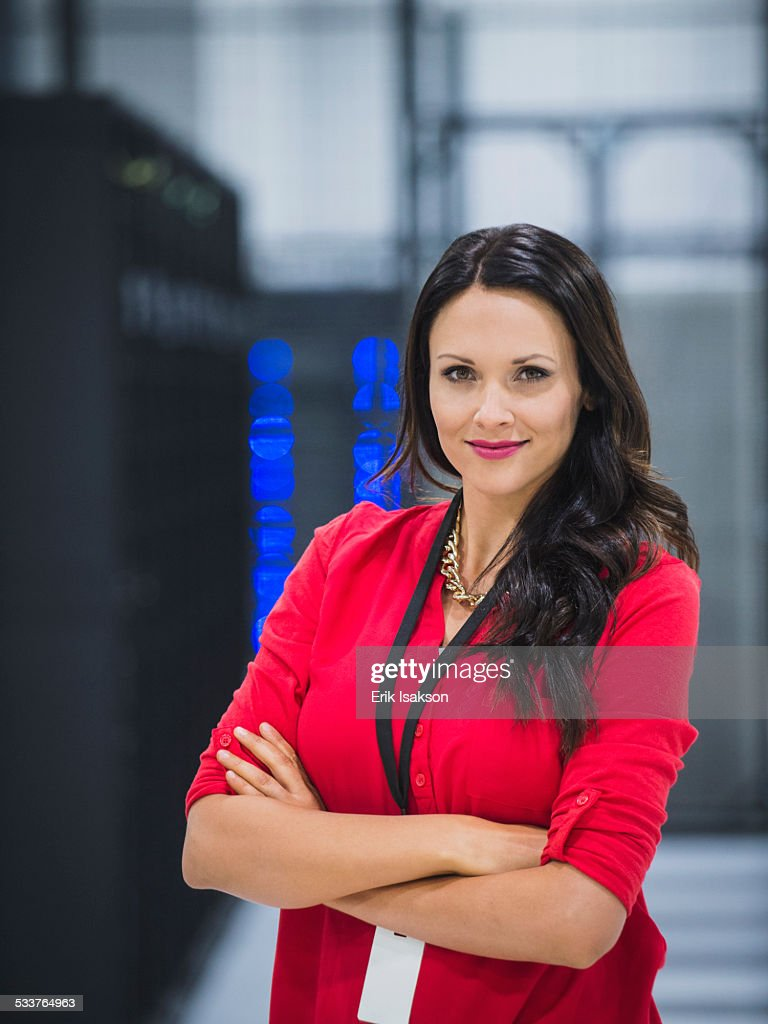 Caucasian businesswoman smiling in server room : Foto stock